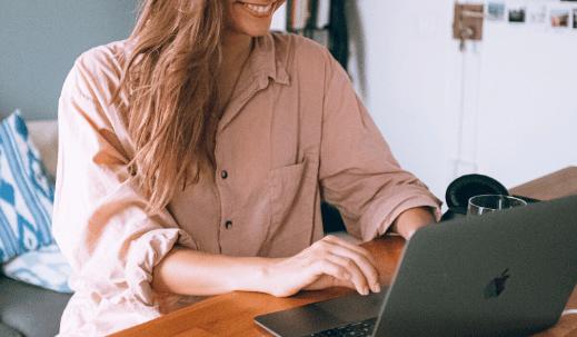 Praca zdalna – jak skutecznie pracować z domu i nie zwariować?